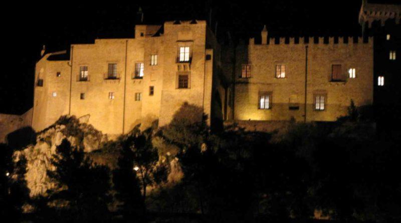 Castello-di-Carini-di-notte